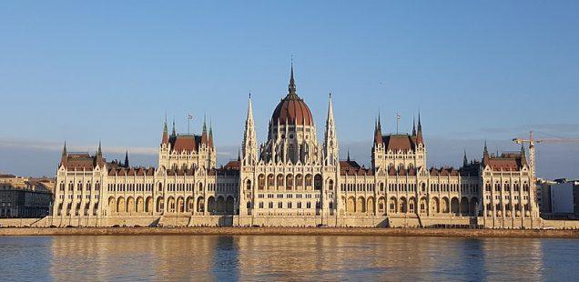 Parlamentswahlen in Ungarn: Mehr Druck auf Fidesz, Opposition weiter schwach